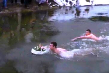 Do časnog krsta u Šavranu  prvi doplivao petnaestogodišnji Aljoša Tomašević