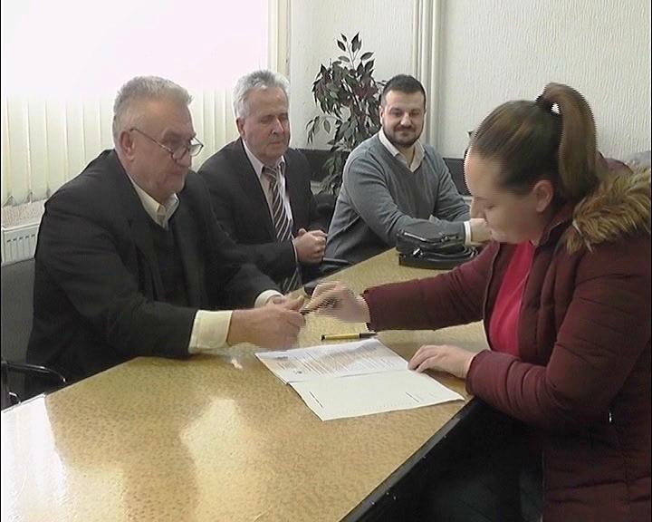 U Opštini Varvarin potpisani Ugovori o stipendiranju sa studentima i postiplomcima za školsku 2018/2019. godinu
