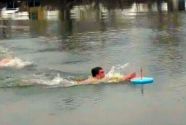 U Trsteniku Bogojavljenski krst poneo osamnaestogodišnji Dimitrije Milojević iz Vrnjačke Banje
