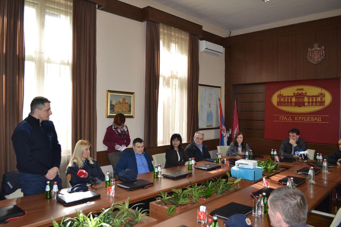 Bratislav Gašić iz ličnih sredstava obezbedio komplete novih uniformi za pripadnike Komunalne policije