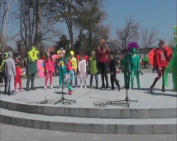 U Pionirskom parku održan Veliki prolećni maskenbal za učenike nižih razreda