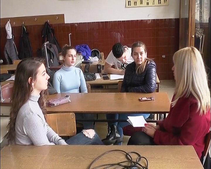 ANKETA: Pitali smo srednjoškolce šta podrazumevaju pod zloupotrebom interneta