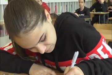 """U Osnovnoj školi """"Nada Popović"""" kao i u drugim školama u Srbiji danas imali probni test iz matematike"""