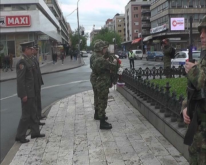 Polaganje venaca povodom Dana vojske na Spomenik kosovskim junacima