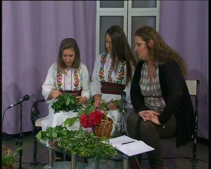 Iz Jutarnjeg programa Televizije Kruševac: Pletenje đurđevdanskih venčića