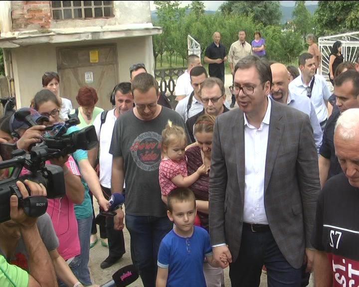 Predsednik Vučić obišao poplavljena mesta, među kojima i Ribnik u opštini Trstenik