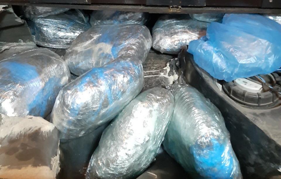 Zaplenjena droga: Dvadesetak kilograma marihuane u šupljini ispod prtljažnika
