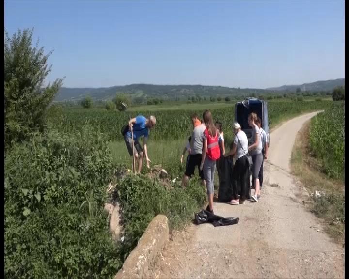 Čišćenje delova oko kanala kroz koji prolaze Odžačka i Crnišavska reka