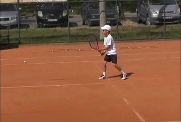 Plasman na svetsko finale Champions bowl za devetogodišnjeg kruševačkog tenisera Nikolu Stefanovića