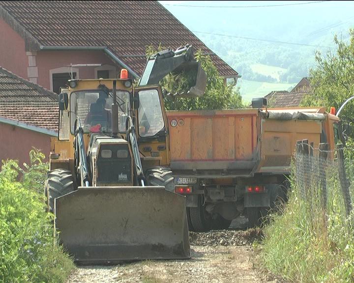 U Mesnoj zajednici Gornji Stepoš u selu Šavrane radovi na pripremi za asfaltiranje
