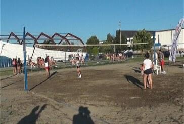 Turnir u odbojci na pesku za uzrast do 14 i od 16 do 18 godina