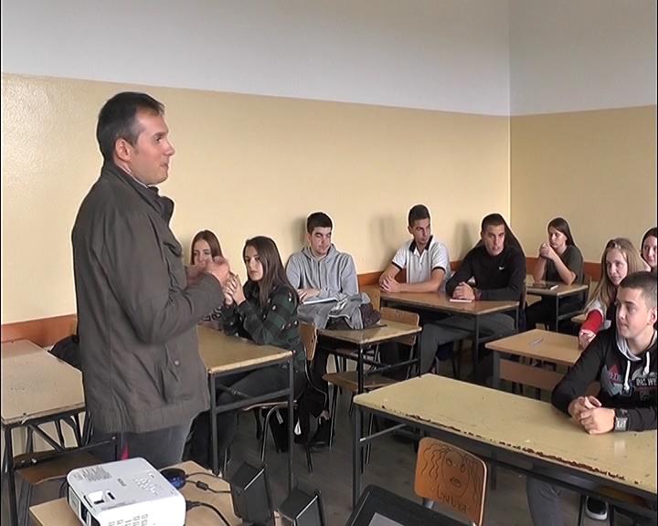 NEDELJA MOBILNOSTI: U Ekonomsko trgovinskoj školi predavanje o bezbednosti na dva točka