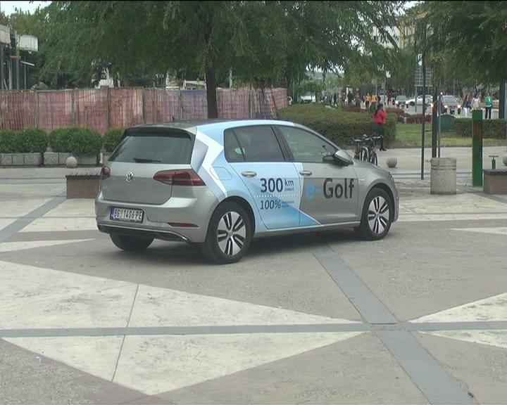 U okviru Nedelje mobilnosti na Trgu Kosovskih junaka predstavljen električni automobil