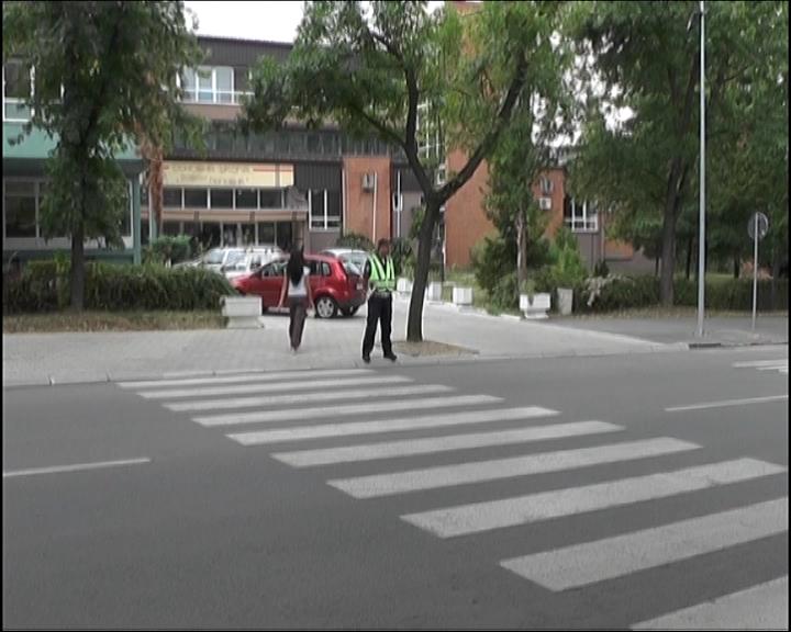 Saobraćajna policija pojačano kontroliše saobraćaj u zonama osnovnih škola