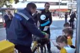 Poštari biciklama delili poklone najmlađima