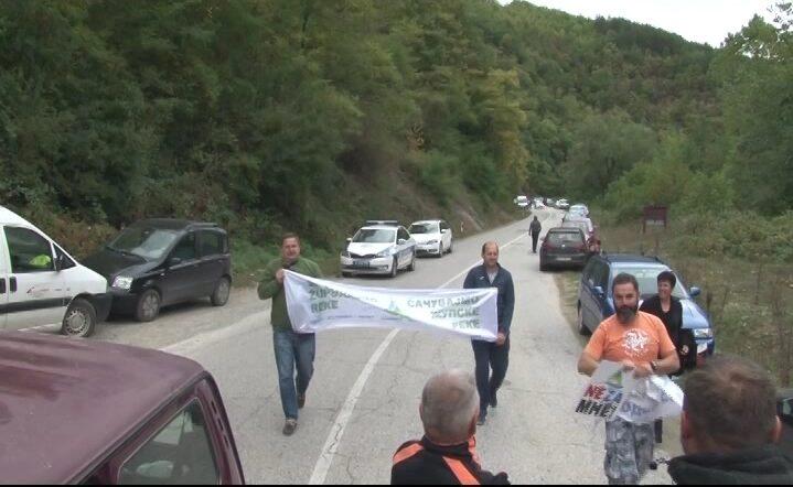 Put Brus – Brzeće blokiran zbog mašine za izgradnju mini – hidroelektrane