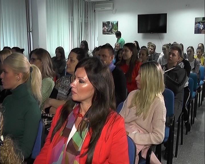 U Nedelji dojenja Odbor za ginekologiju i populacionu politiku SNS-a Kruševac organizovao edukativnu tribinu