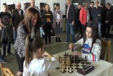 Na zatvorenim bazenima u Kruševcu otvorena Školica šaha