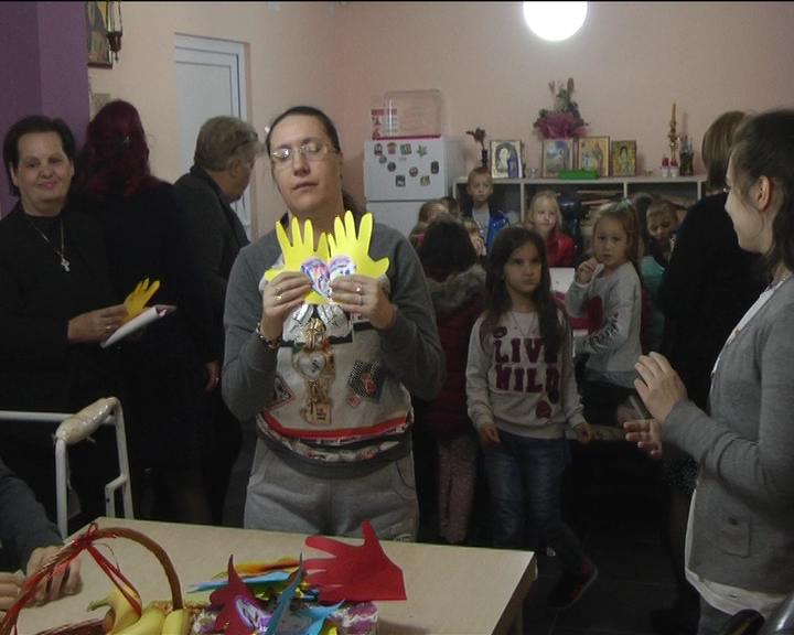 """U okviru Dečije nedelje mališani PU """"Neven"""" posetili Gerontološki centar i Centar za osobe sa invaliditetom"""