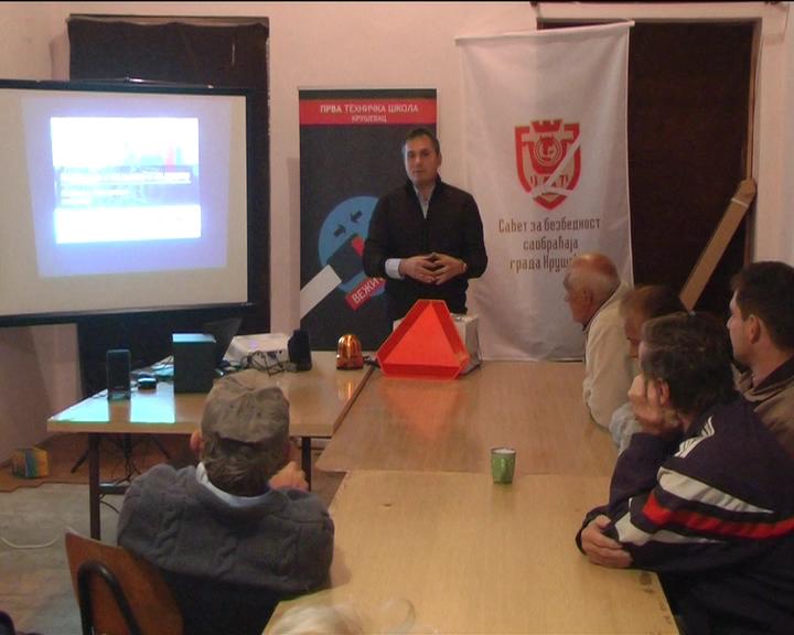 """Savet za bezbednost saobraćaja organizovao predavanje """"Bezbednost traktorista"""" u Velikoj Lomnici"""