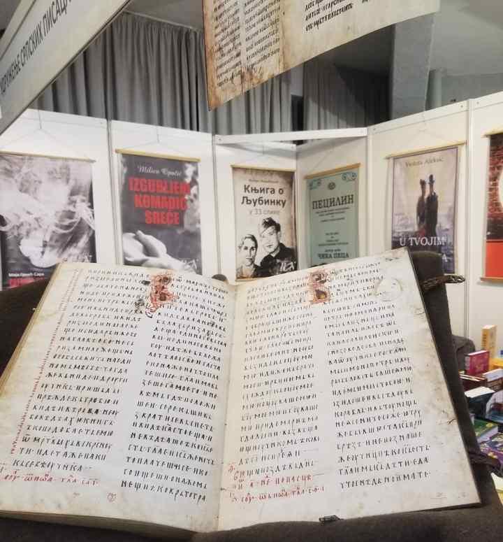 МЛАДИ И ЈЕЗИЧКА КУЛТУРА: Kакав однос према ћирилици имају издавачи, аутори и организатор Сајма књига