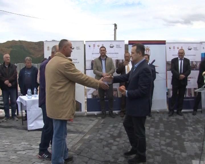 U Brusu dodeljeni ključevi novih stanova izbegličkim porodicamaiz BiH i Hrvatske