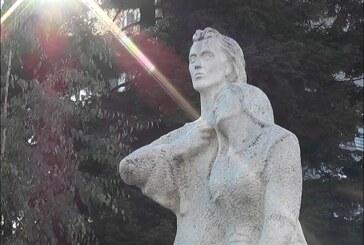 PROŠLOST U SADAŠNJOSTI I BUDUĆNOSTI: Spomenik Majka Grčka i majka Srbija