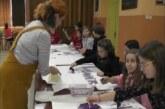 """U Osnovnoj školi """"Vuk Karadžić"""" održana radionica """"Kaligrafija za decu"""""""