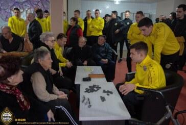 Stručni štab i fudbaleri Trajala obišli Dom za decu Jefimija i Gerontološki centar