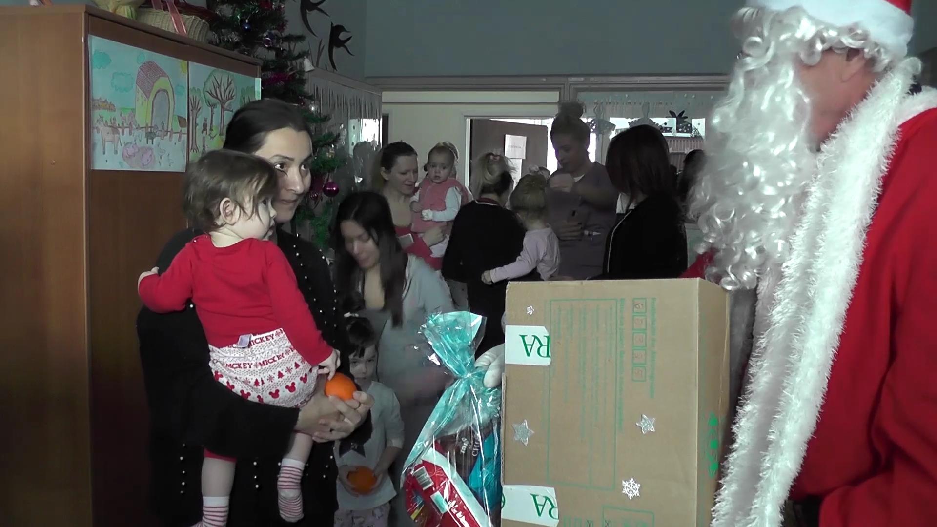 Crveni krst obilazi mališane na Dečijem odeljenju Opšte bolnice u Kruševcu