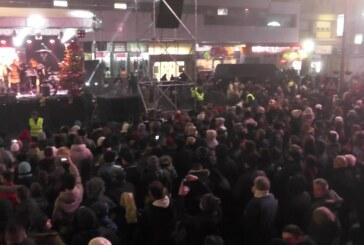 U Kruševcu na Trgu kosovskih junaka Kruševljani dočekali Srpsku Novu godinu