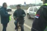 Savet za bezbednost saobraćaja grada Kruševca organizovao je podelu svetlosne signalizacije biciklistima