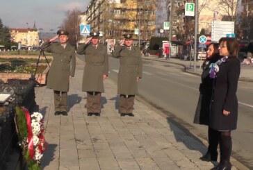Povodom Dana državnosti položeno cveće na Spomenik kosovskim junacima