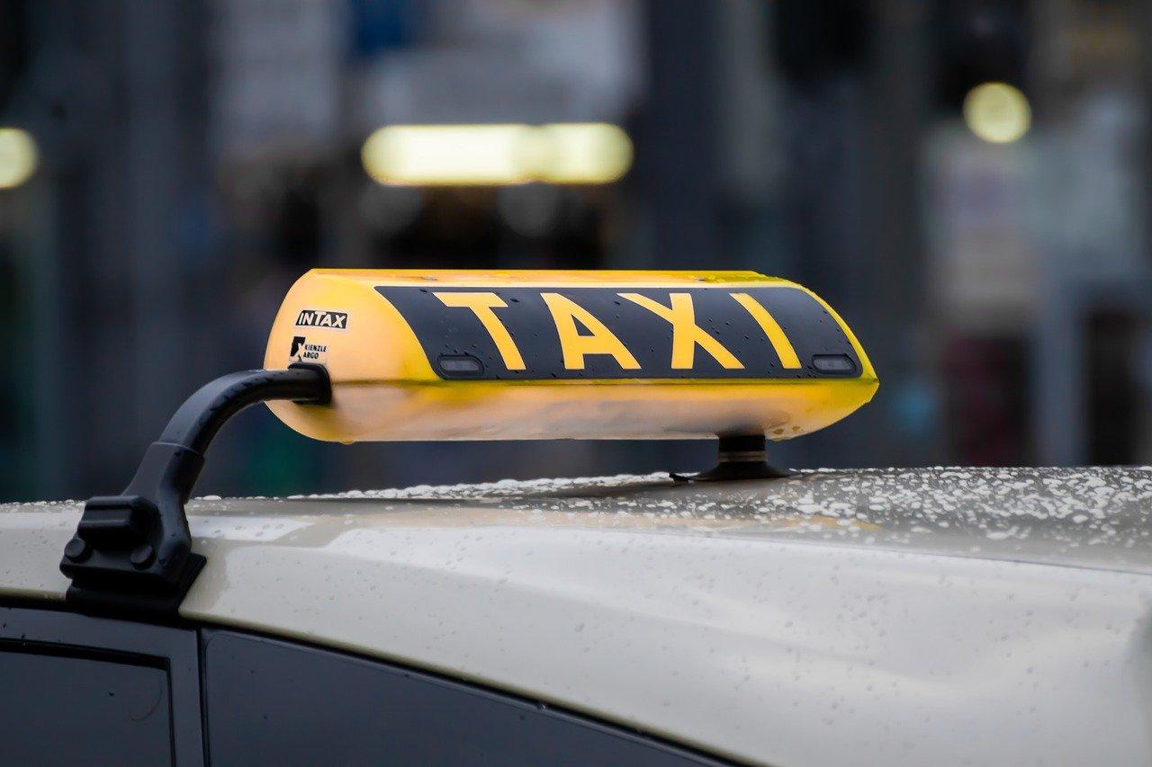 Taksi udruženja pomažu najstarije u vanrednoj situaciji