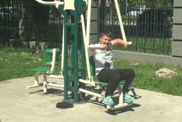 Ognjen i Dušan vole sport i koriste teretanu na otvorenom i sve sadržaje Pionirskog parka