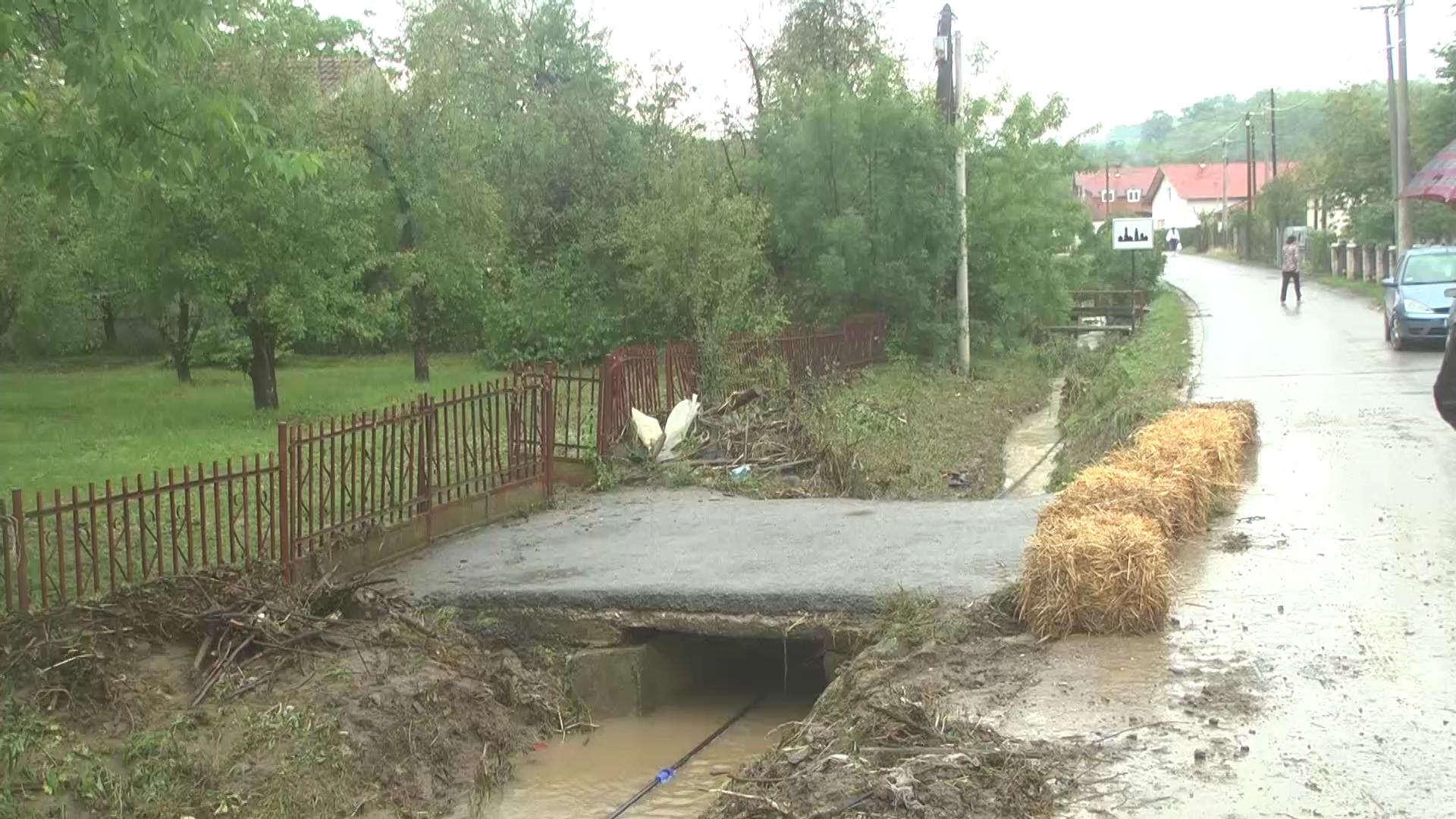 Na području MZ Kupci i sela Trebotin i Žabare noćas čišćeni odvodni klanali