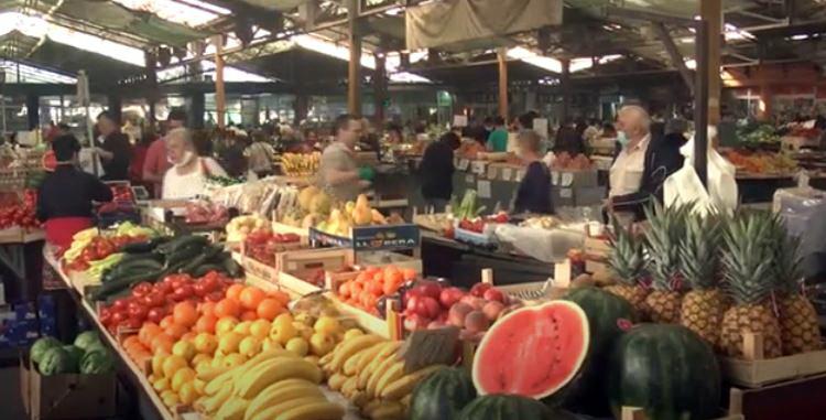 Na kruševačkim pijacama ima svih sezonskih namirnica, smanjen broj tezgi sa robom