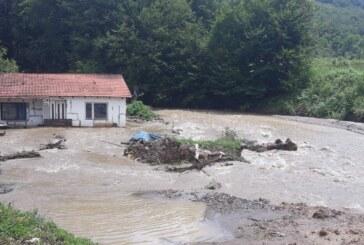 Obilne padavinena teritoriji grada Kruševca nanele su najveću štetu na putnoj infrastrukturi u podjastrebačkim selima i slivu reke Rasine