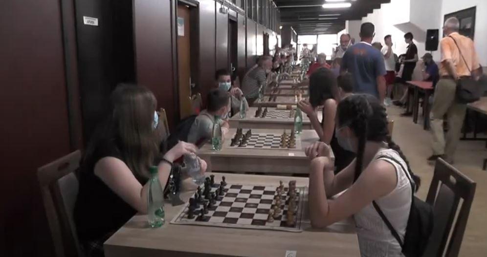 Vidovdanskišahovski turnir održan u holuSportskog centra