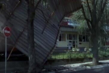 Olujno nevreme, praćeno provalom oblaka, grmljavinom i vetrom orkanske jačine noćas pogodili Kruševac i okolinu