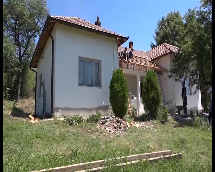 Osnovna škola u Božurevcu u trsteničkoj opštini dobila nov krov