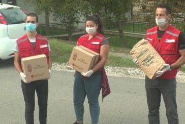 Volonteri Crvenog krsta Kruševac uručili pakete porodicama lošijeg materijalnog stanja na seoskom području