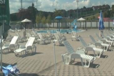 Kruševački otvoreni bazeni, u skladu sa merama zaštite od koronavirusa, radiće i tokom septembra