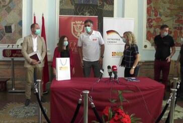 Potpisani ugovori sa porodicama kojima će biti donirani plastenici