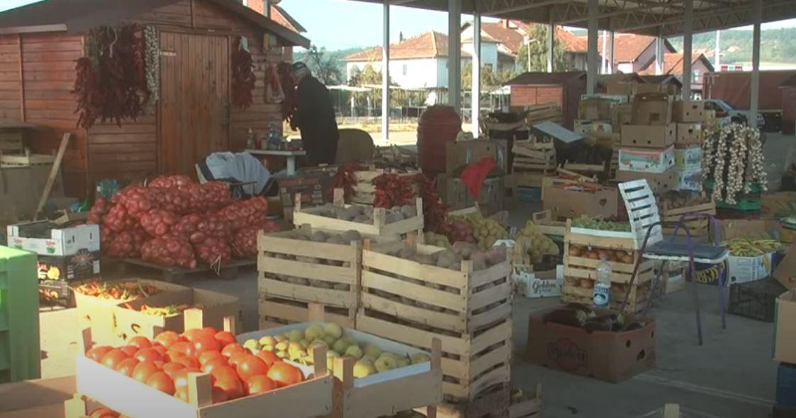 Kruševačka kvantaška pijaca dobro snabdevana sezonskim povrtarskim i drugim poljoprivrednim proizvodima