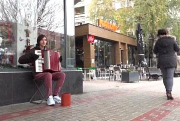 Samouki harmonikaš Milanče Šimunović izBoljevca – svira za Paraćince