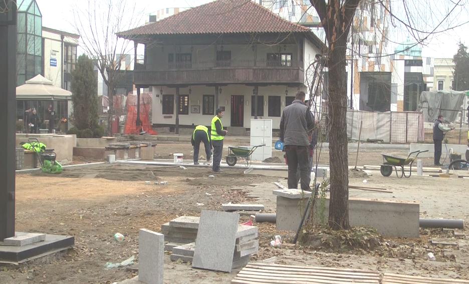 U toku popločavanje kvalitetnim granitomparternogdela na Trgu kosovskih junaka