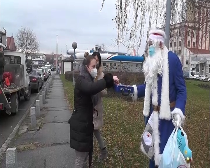 Deda Mraz na Trgu mira