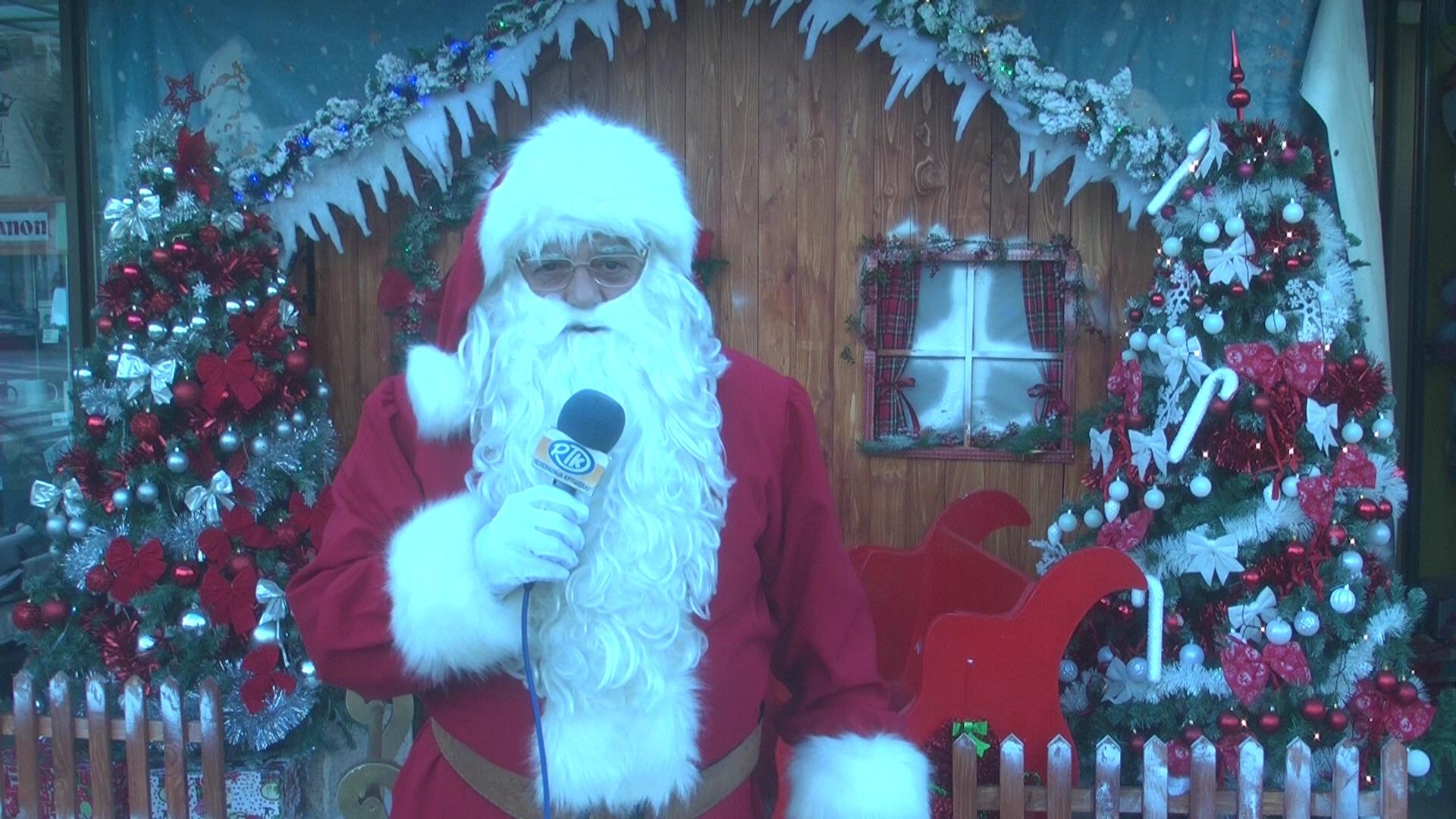 Deda Mraz ipak stigao u Kruševac da mališanima podeli paketiće