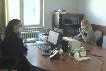 Kontakt centar sa dva broja telefona za prijavu za vakcinaciju – uglavnom za starije građane
